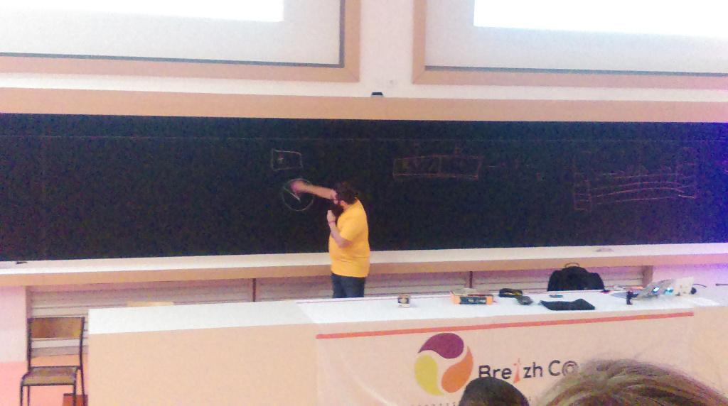 Quentin drawing nice schemas on a blackboard